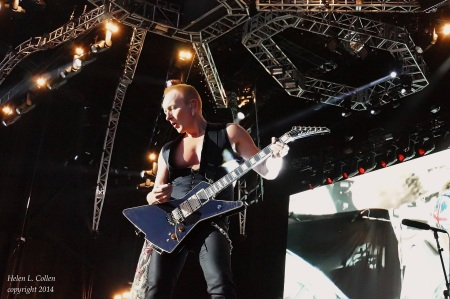 Phil Collen with new signature model Jackson PC XSTROYER (2)