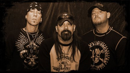 Outlaws And Moonshine - promo band photo - 2015 - #0504OMMO