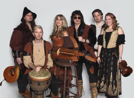 Blackmore's Night - promo band pic - 2015 - #33KMONLSMOT