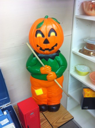 Creepy Pumpkin Dude - Antiques Mall - 2015 - #MONMSSC33
