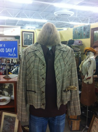 headless thing - antiques mall - 2015 - #3306609MON